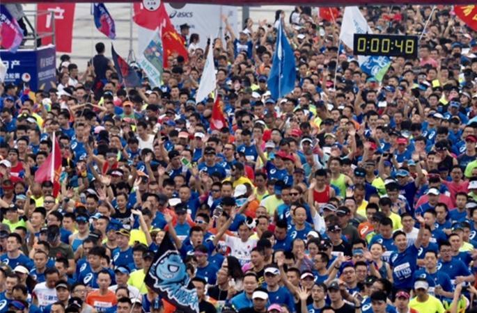 2万人齐聚蓉城,成都国际马拉松欢乐开跑!