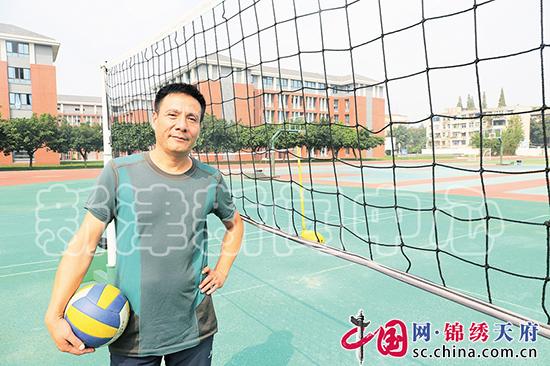 新津中学体育教师杨忠良:执教36年 带出全国冠军