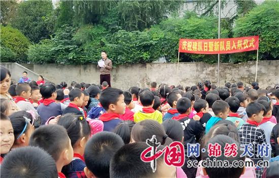 (王大宾/文 林莉/图)10月13日上午,眉山市岷东新区富牛镇中心图片