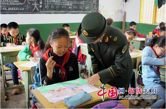 安居区消防大队深入辖区小学开展儿童消防绘画征集活动