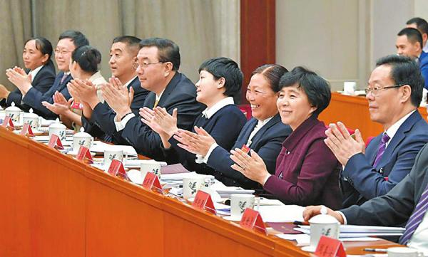 镜头|四川代表团代表以饱满热情学习讨论十九大报告