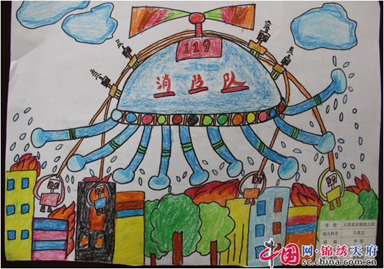 绘画作品中,孩子们亲手绘制的消防主题绘画作品主题突出,表现