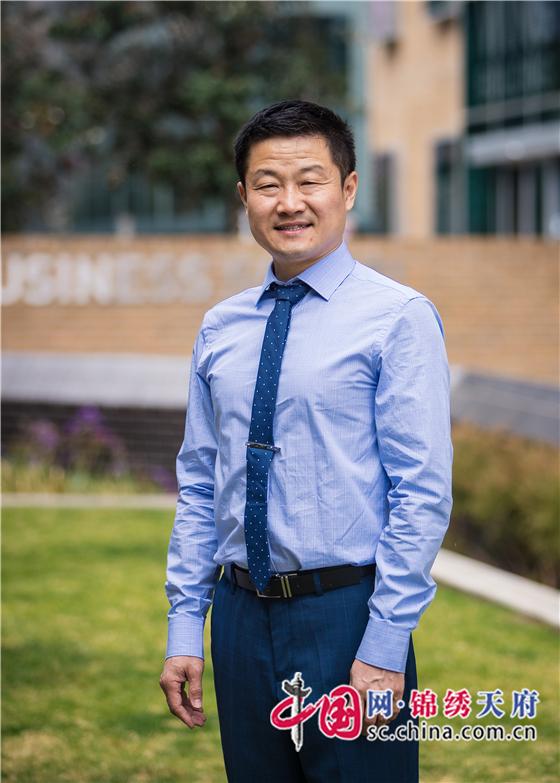 """悉尼科技大学教授荣膺总理科学奖""""年度最佳物理科学家""""称号"""