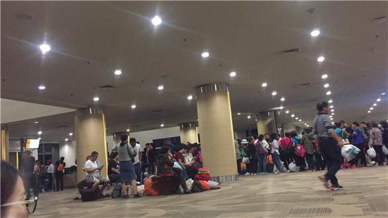 连夜返程 四川青旅护送巴厘岛游客回家