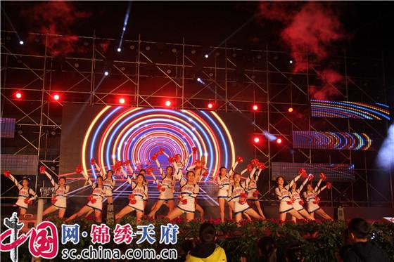 新都二中举办纪念12•9运动82周年暨2017秋艺体节闭幕式