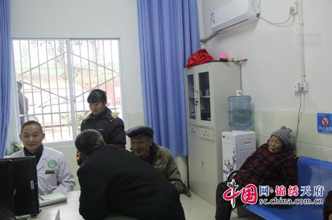 遂宁市政协视察基层卫生服务条件差整治情况