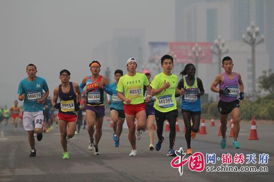 座城 2018天府仁寿半程马拉松21日鸣枪首跑