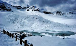 达古冰山再现雾凇奇观,多样玩法嗨爆南国冰雪天堂
