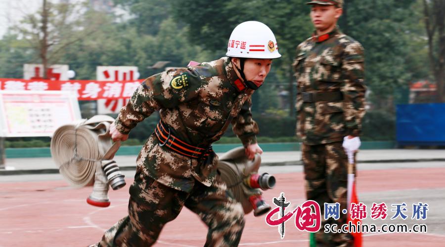 争做消防铁军!遂宁60名新老消防兵开展技体能对抗赛