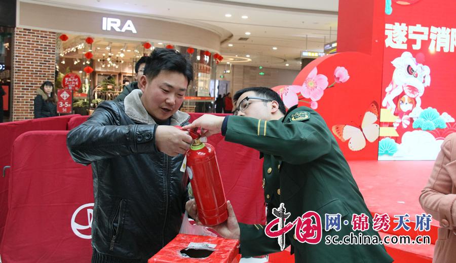 遂宁消防深入万达广场开展迎新春系列宣传活动