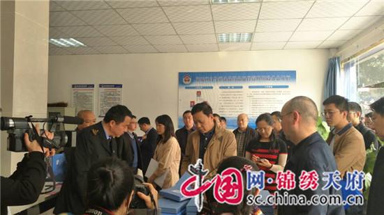 省食药监局副局长李俊莅临东坡区白马镇指导食品安全快速检测工作