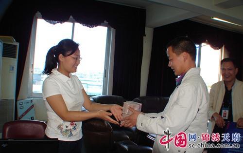 邛崃市退休国税干部的蓝色情怀
