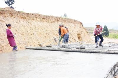 加快农村公路基础配套设施建设