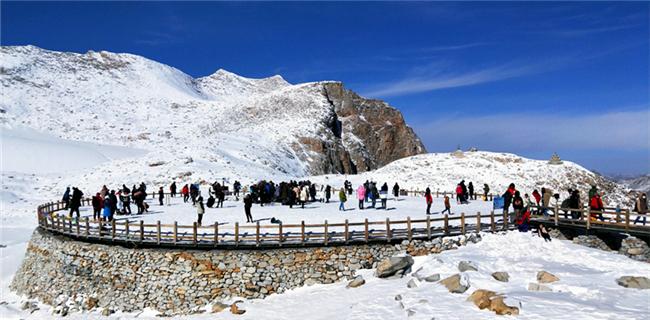 探秘最近的遥远 四川研学旅游联盟走进达古冰山