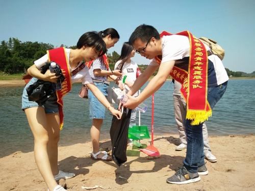 """三台国税开展""""清洁湖滩美丽鲁班""""志愿服务活动"""