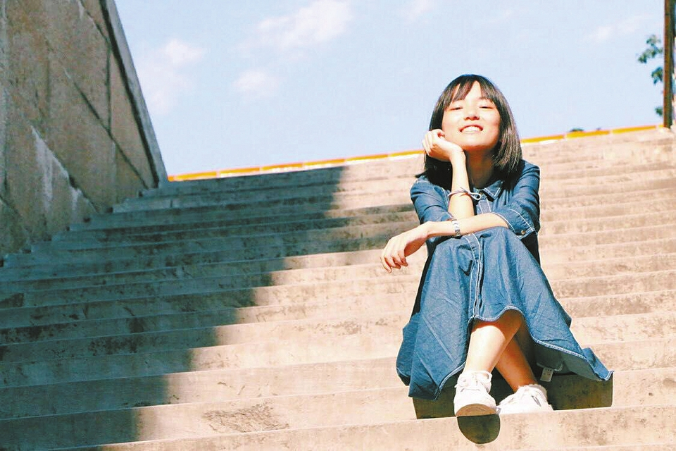 文科总分663分通透a文科陈嘉仪:我想成为闪闪波波头女生照片图片