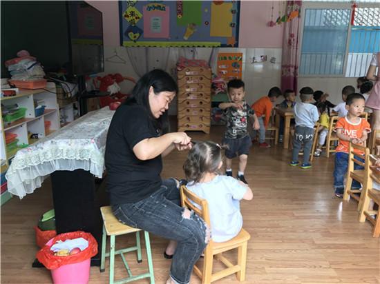 """草池镇中心幼儿园组织开展""""我是幼儿园教师""""学前教育宣传活动"""