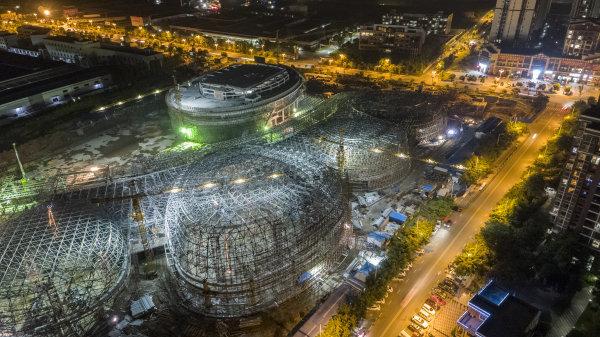 中国泡菜城交易展示中心夜以继日抓项目