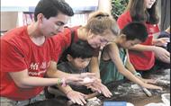 12名外国志愿者 体验天府文化