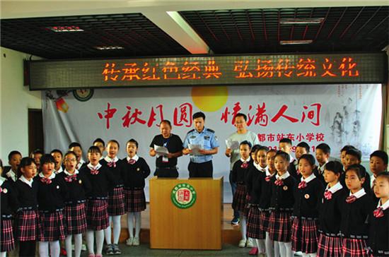 成都:站东小学与双水碾派出所联合开展志愿服务活动