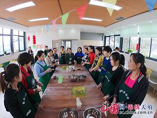 成华区二仙桥东路社区举办九九重阳活动