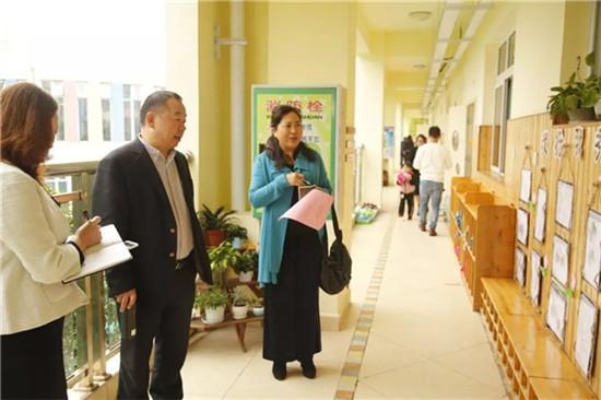 四川师范大学鄢超云教授到彭州机关幼儿园指导工作