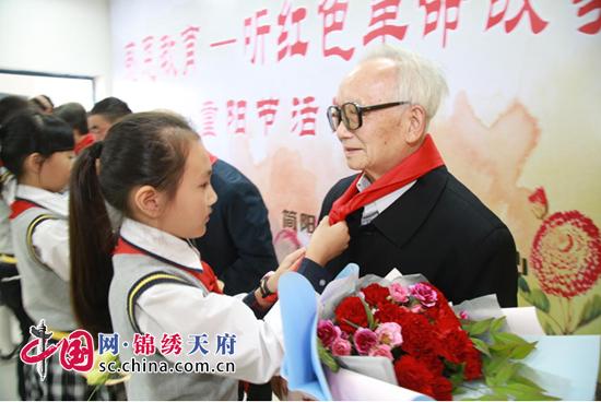 """简阳市举行""""感恩教育—听红色革命故事""""重阳节活动"""
