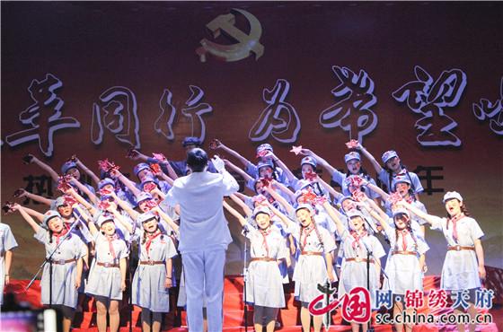 成都五月花高级技工学校庆祝改革开放40周年 嘹亮红歌唱响新时代