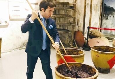 意大利外交官员辞职做中餐 把郫县豆瓣做成沙拉酱