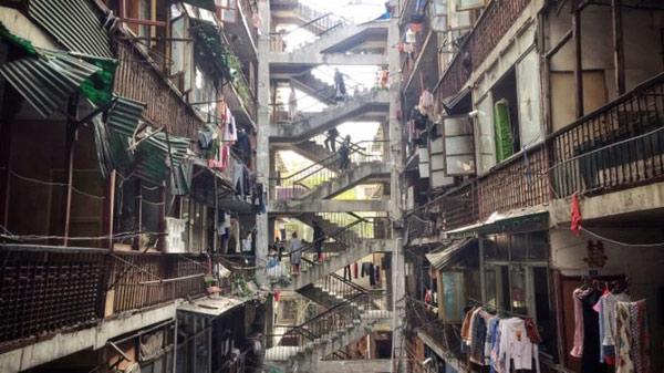 """成都""""鸳鸯楼""""变网红拍照地 美了照片扰了居民"""