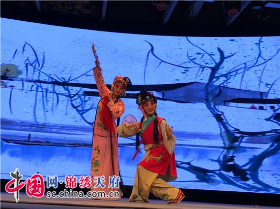 成都市龙泉驿区上演传统川剧《香罗帕》
