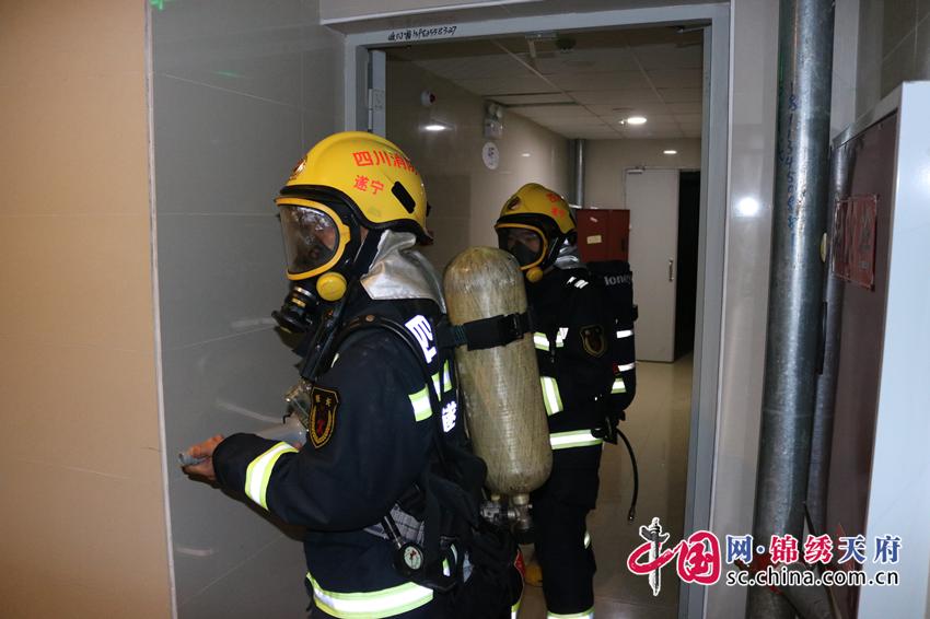 物流港消防中队深入健坤华翔城小区开展实战演练