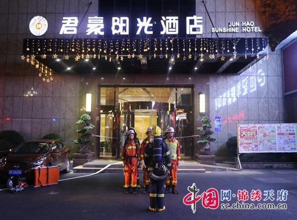 经开区消防中队组织开展夜间演练,强化实战能力
