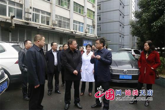 李余良到平昌县人民医院检查指导艾滋病防治工作