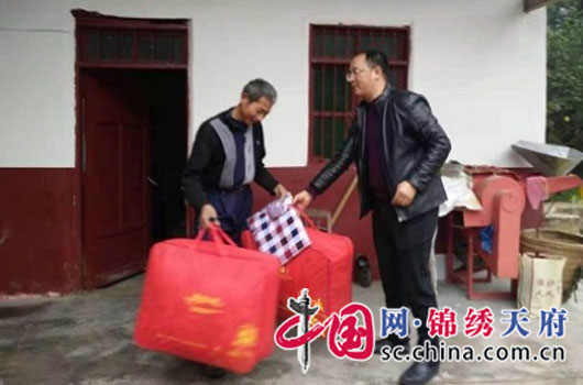 """阆中市千佛领土资源所展开""""冬日送暖""""主题党日运动"""