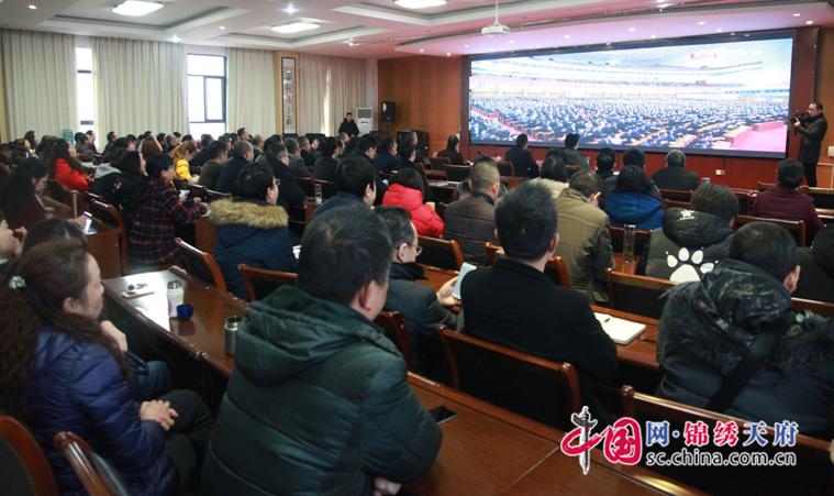 川職院師生積極收聽收看慶祝改革開放40週年慶祝大會