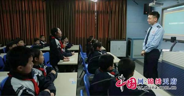 广元市经开区税务局:税法课堂育幼苗