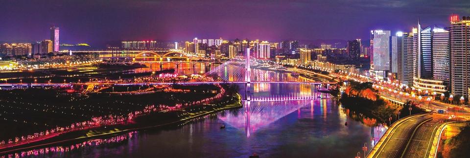 伴随着轻快的音乐,占水域面积8000平方米的江东音乐喷泉翩翩起舞,水柱