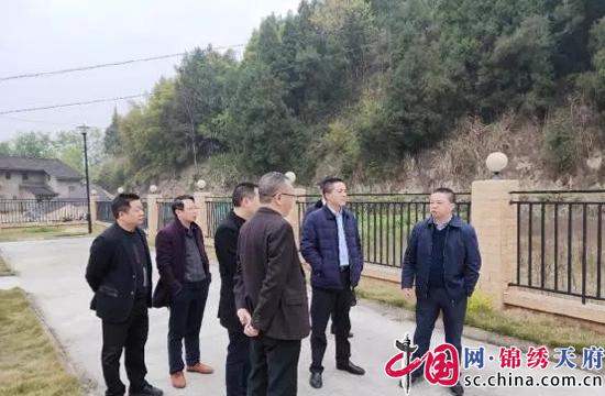 遂宁市副市长雷云开展梓江(天仙段)河长巡河活动