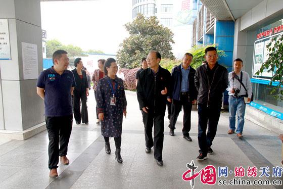 眉山市政协主席王影聪一行到眉山市人民医院开展调研工作