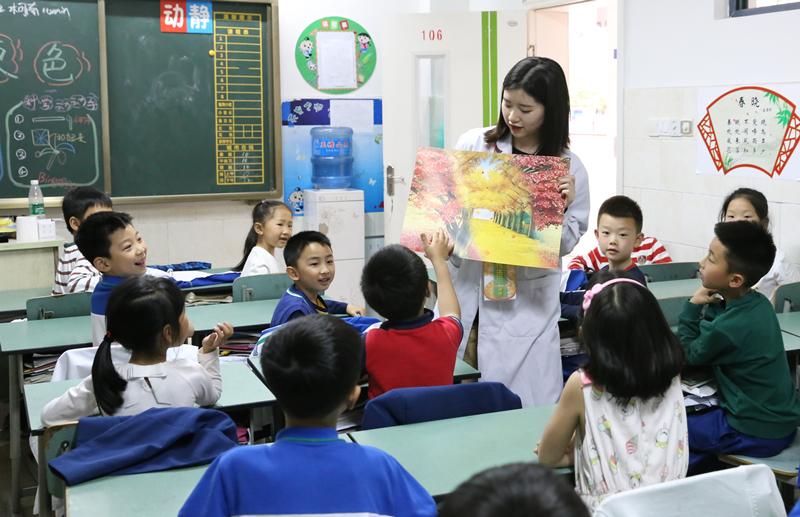 """泸州天立小学开展科学课堂 让学生在""""玩""""中受益"""