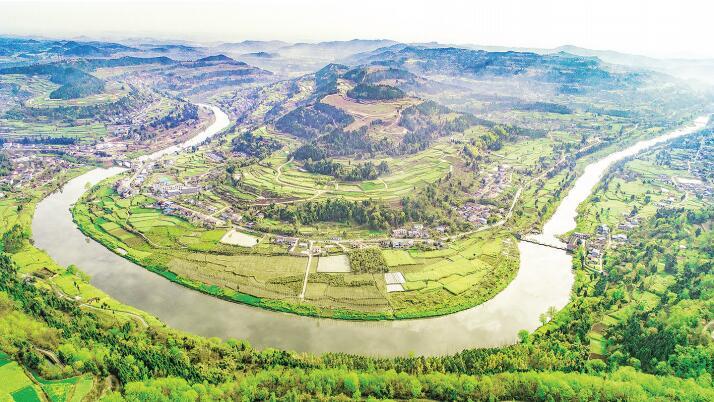双东镇:森林小镇迈出生态旅游新步伐
