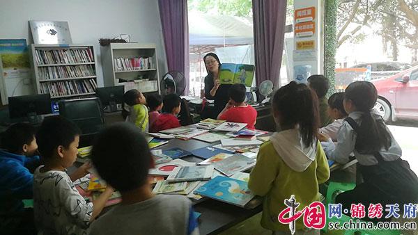 三圣街道驸马社区花香书语小屋读书活动持续开讲