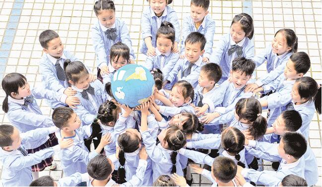 """德阳市黄河路小学开展""""爱护我们的家园——地球""""主题教育活动"""