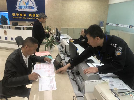 """德阳经开区公安扎实推进""""放管服""""改革工作"""