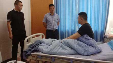 西充县领导看望慰问西充县路政大队受伤执法人员