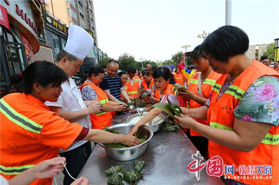 中江县执法局携爱心企业为环卫工人过端午