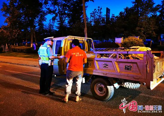 遂宁市交警支队重拳出击开展周末夜查统一整治行动