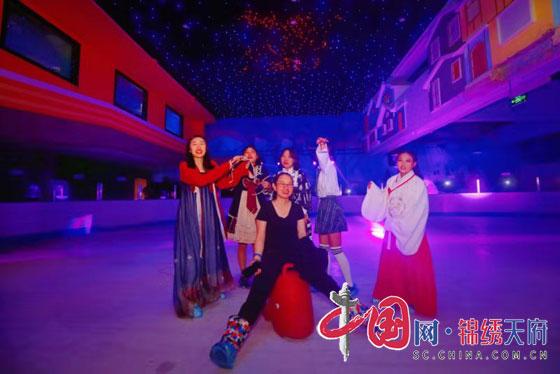 """樂奇冰雪樂園""""冰上電音派對""""開啟消夏新模式"""