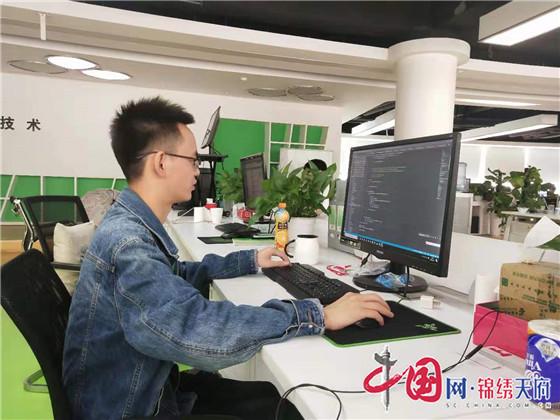 """成都天府软件园的""""斜杠青年"""":让人生更出彩"""
